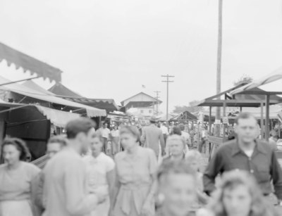 Crowds of people at the Shenandoah County Fair walking between food vendors and games